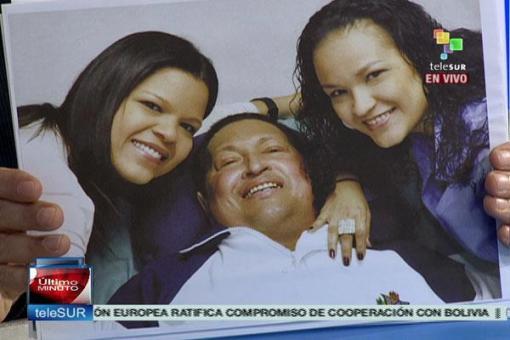 FOTO DE HUGO CHAVEZ VIVO E NA LUTA!!!